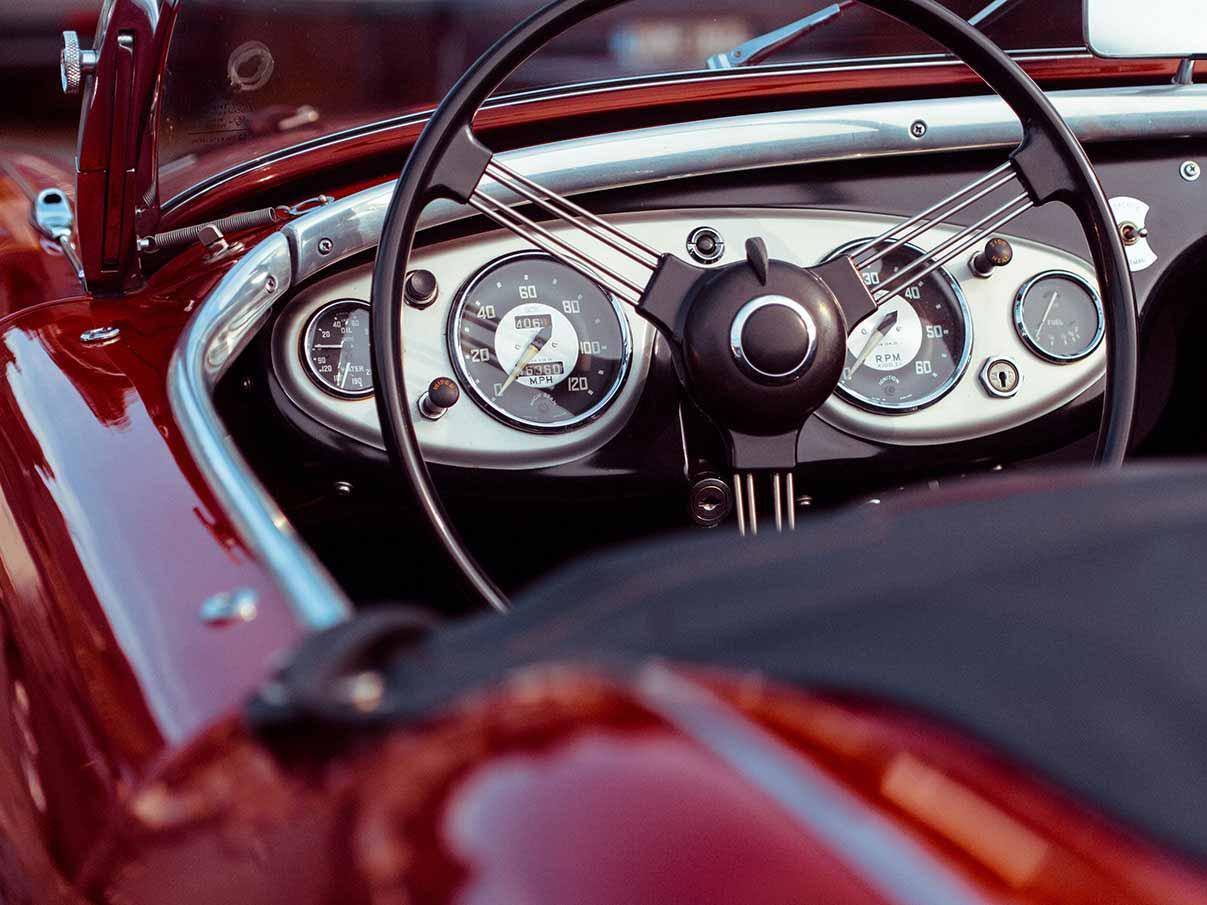 Retro car - Maximum speed: 120MPH
